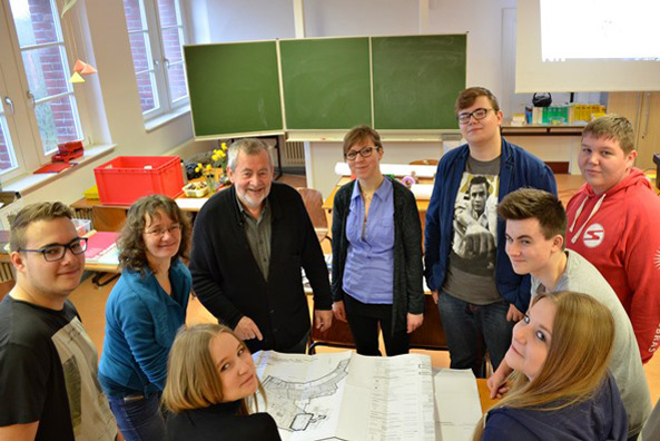 """Zukunftswerkstatt Anklam"" (Future Workshop Anklam), Anklamer Schüler present the results of their workshop with Michael Bräuer, DEMO:POLIS, May 2016."