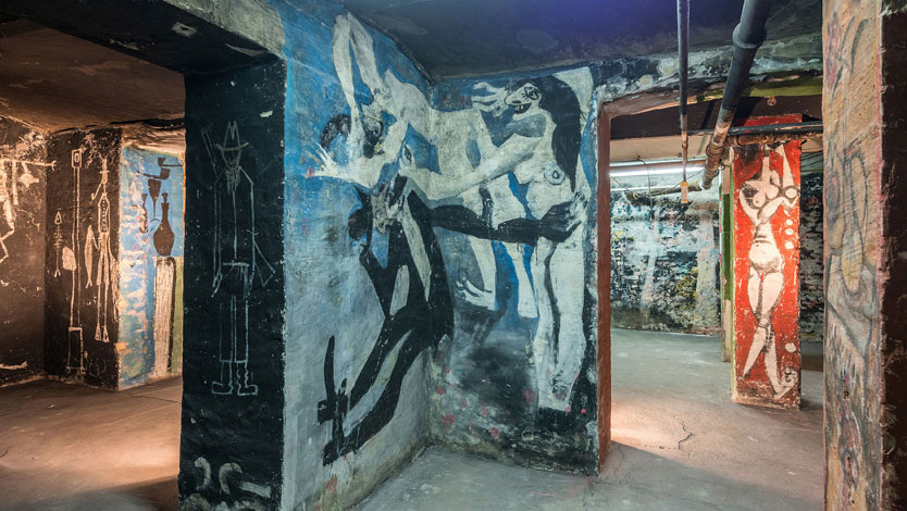 Picture Cellar, in the foreground mural by Harald Metzkes and Manfred Böttcher © VG Bild-Kunst, Bonn 2018, photo: Andreas FranzXaver Süß