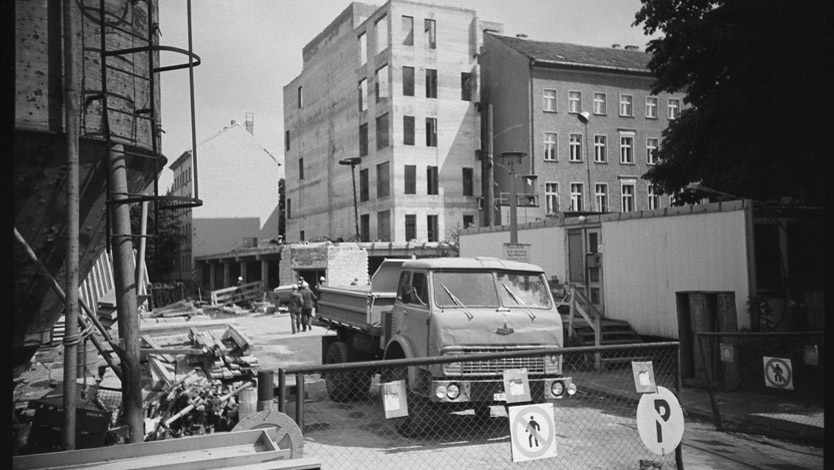 Building site of the archive of the former East German Academy of Arts at the Robert-Koch-Platz in July 1987. Photo: Christian Kraushaar